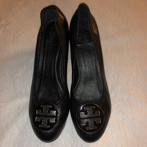 Tory Burch Black & Gold Leather Shoes Size 38